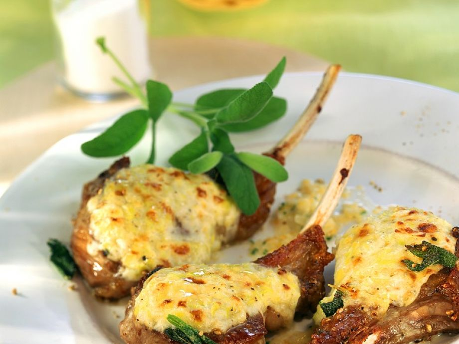 Lamb chops with cheese au gratin
