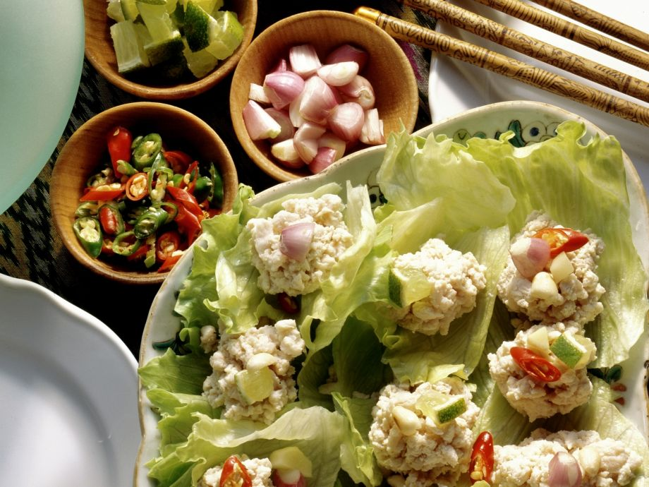 Lettuce cups with Thai chicken