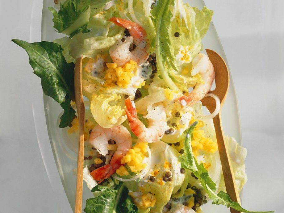 Lettuce Salad with Lentils, Shrimp and Mango