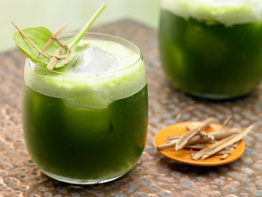 Melon-Spinach Juice - Melon-Spinach Juice - A bright green juice with a sweet flavor!
