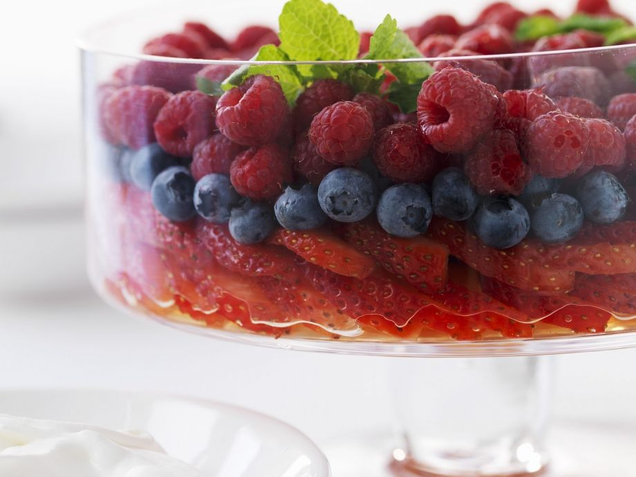 Mixed berries with mint