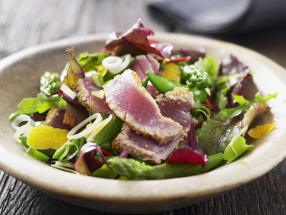 Mixed salad with fried tuna strips