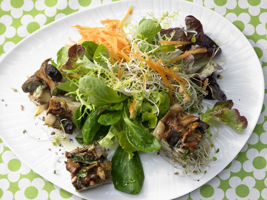 Mushroom Gratin on Sprout Salad - Mushroom Gratin on Sprout Salad - Sophisticated combination: Hot gratin on crisp greens - great as an appetizer!
