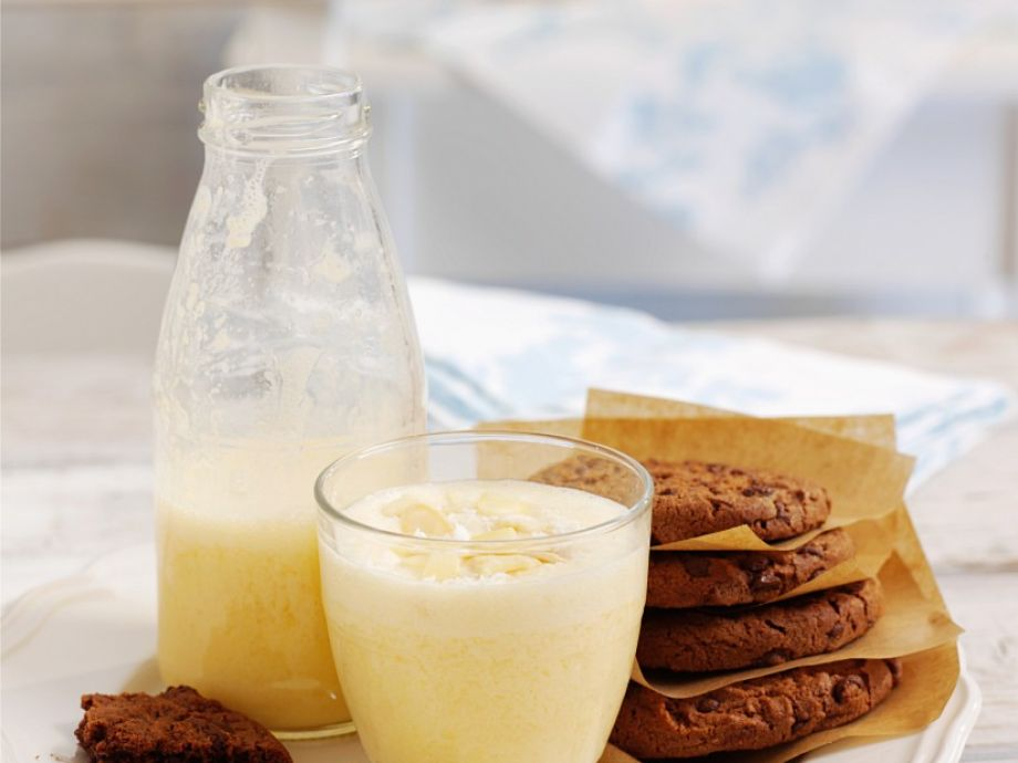 Nut and citrus milkshake