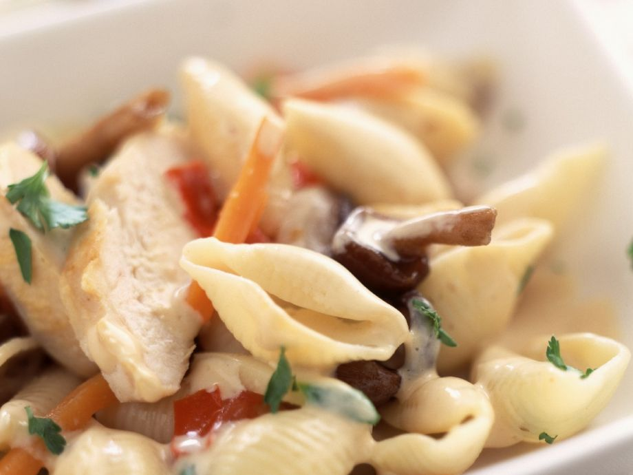 Pasta shells with poultry