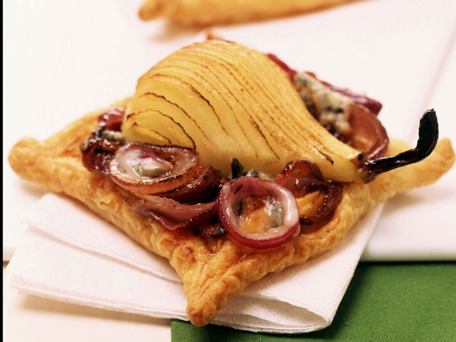 Fruit and onion puffs