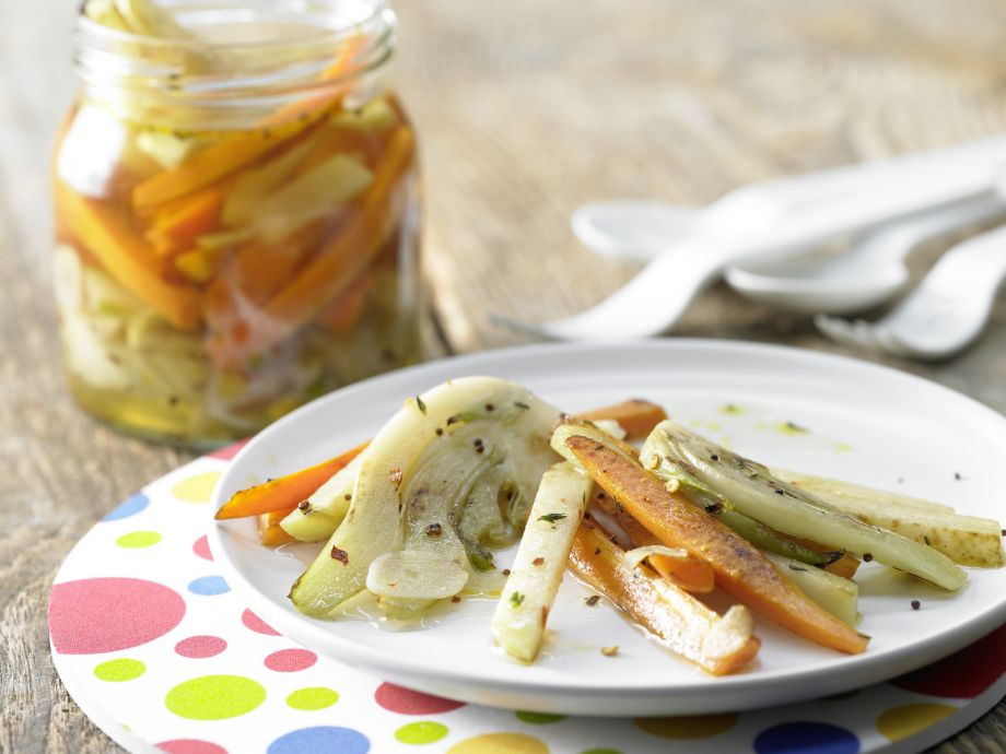 Pickled Vegetables with Red Pepper Flakes - Pickled Vegetables with Red Pepper Flakes - Whether solo or as a savory accompaniment to grilled meats: Simply delicious!