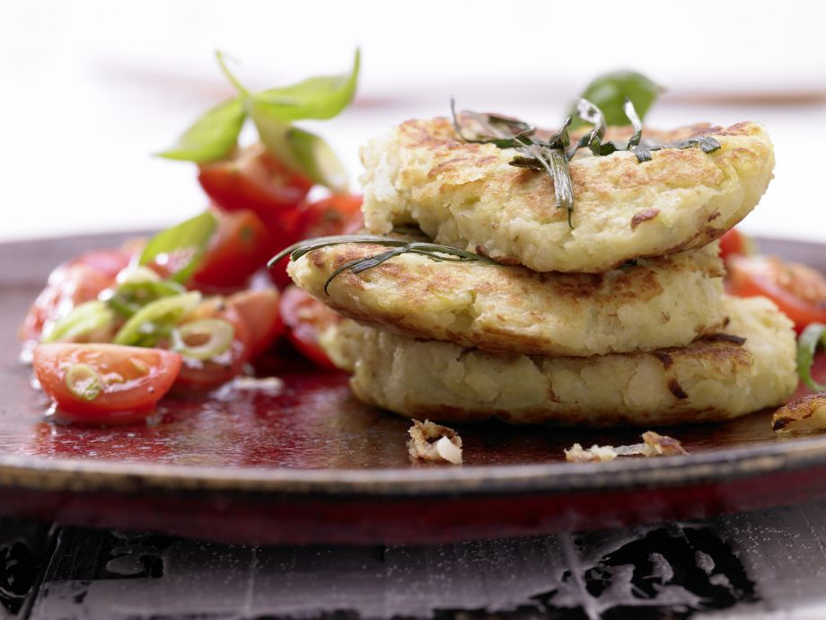 Potato and Kohlrabi Fritters - Potato and Kohlrabi Fritters - Perfect pair: Golden fritters and fresh side dish