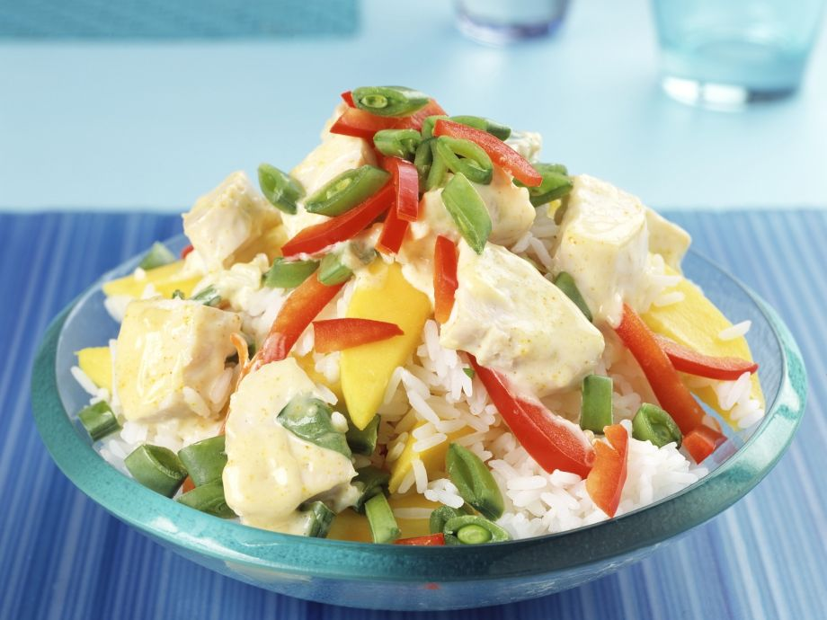 Rice and Pepper Salad with Mango and Curry Chicken