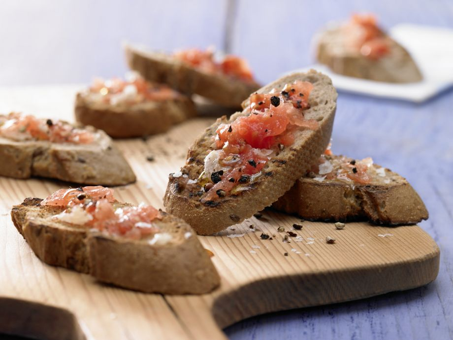 Roasted Tomato Bread - Roasted Tomato Bread - A simple but delicious snack