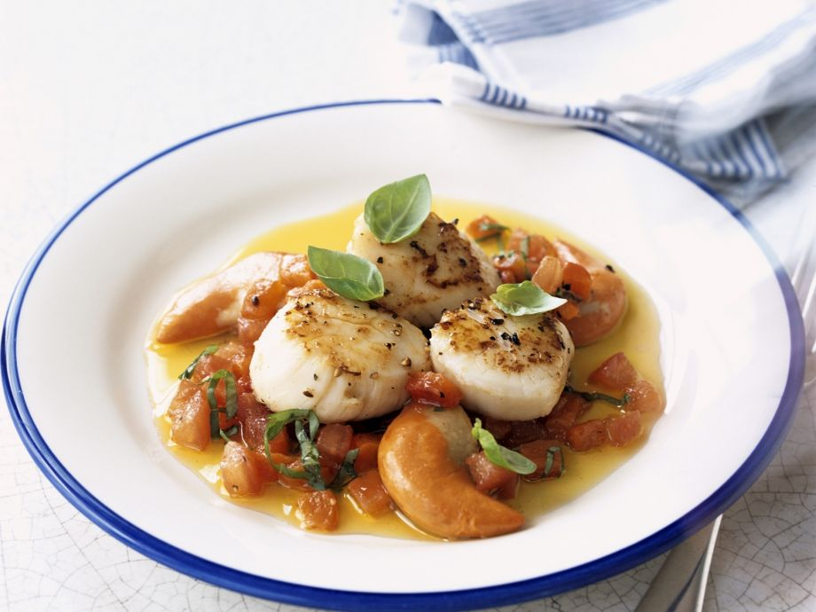 Scallop and roe with tomatoes