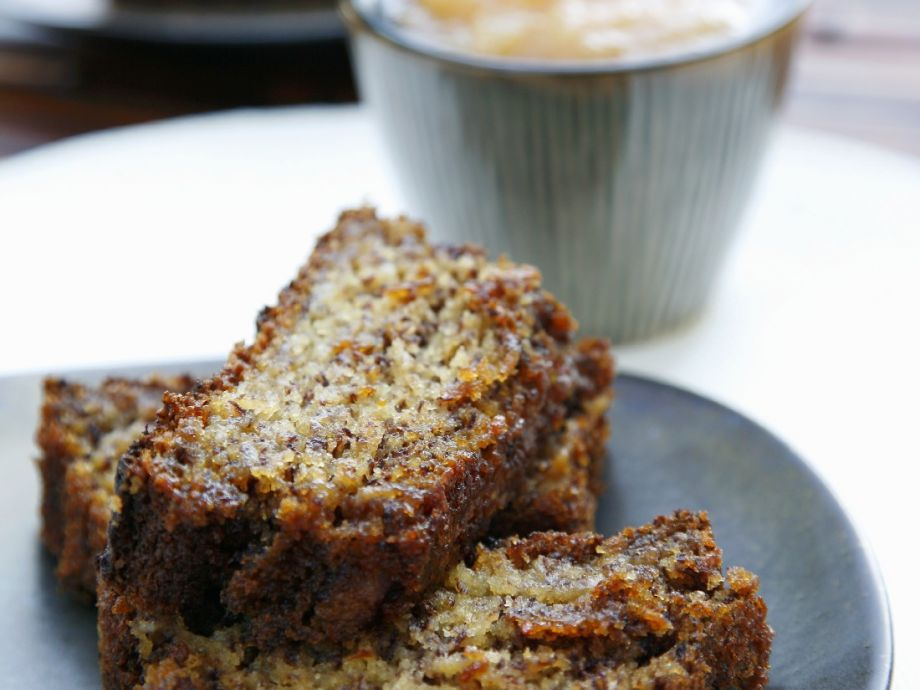 Spiced banana and pecan loaf cake