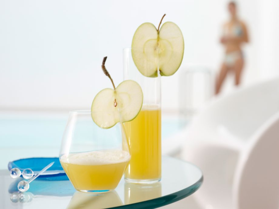 Spicy Apple and Pineapple Juice - Spicy Apple and Pineapple Juice - Fruity drink with a Far Eastern touch