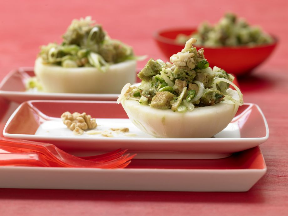 Stuffed Kohlrabi Cups - Stuffed Kohlrabi Cups - Tuber with a kick: This tender spring vegetable has a lot of it!