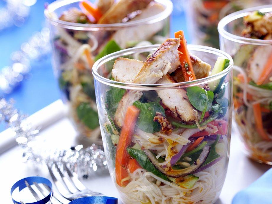 Chicken noodle salad cups