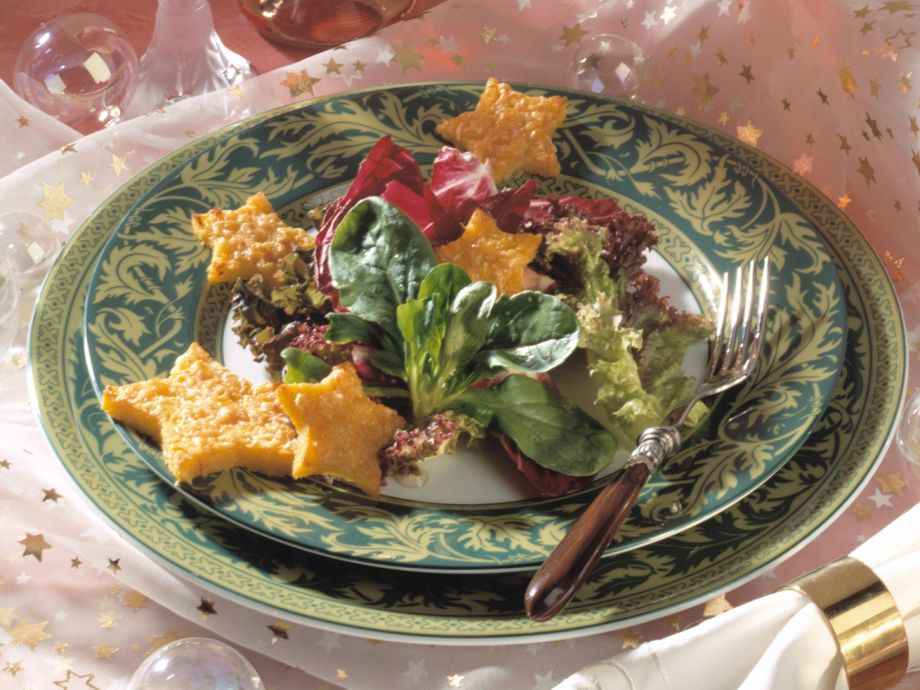 Toasted parmesan polenta crackers with salad