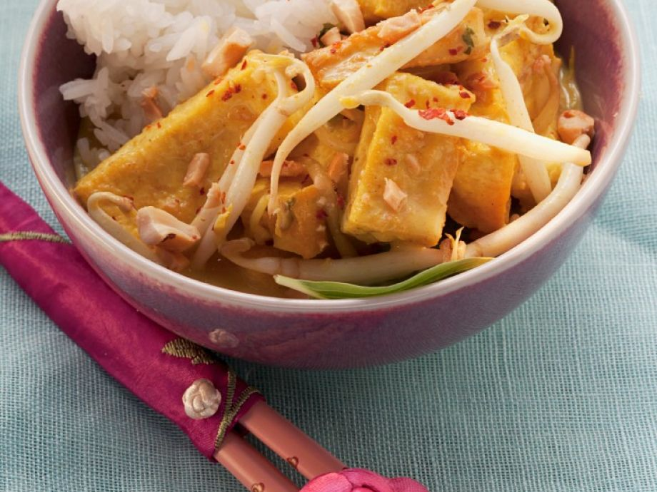 Tofu curry in bowls with rice