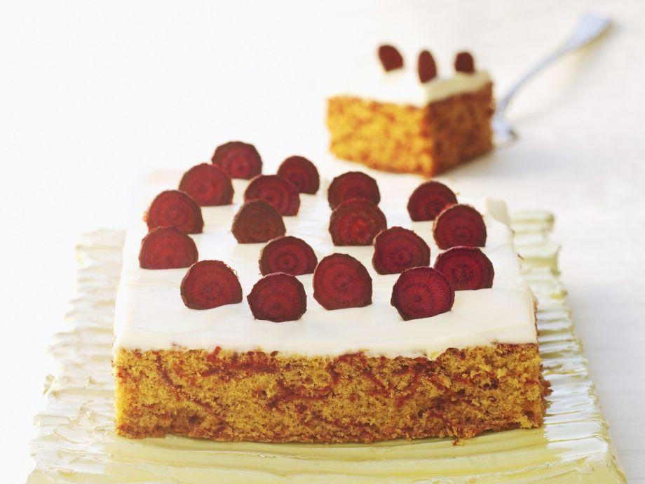 Vanilla cream cheese cake with beet slices