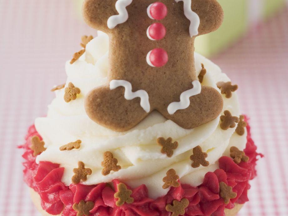 Vanilla cupcakes with mini gingerbread figures