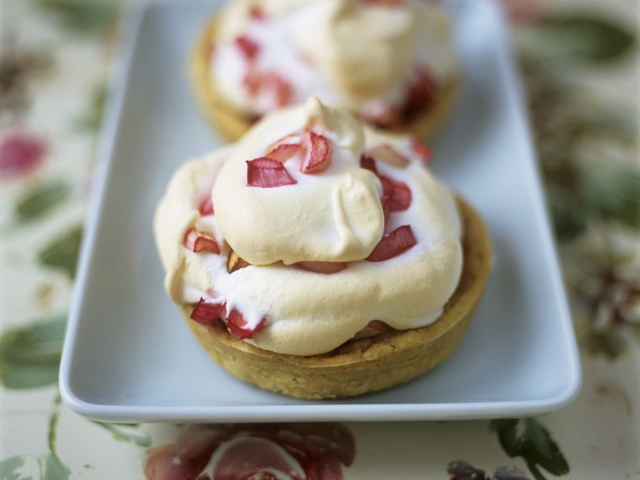Vanilla Tartlets with Rhubarb and Meringue