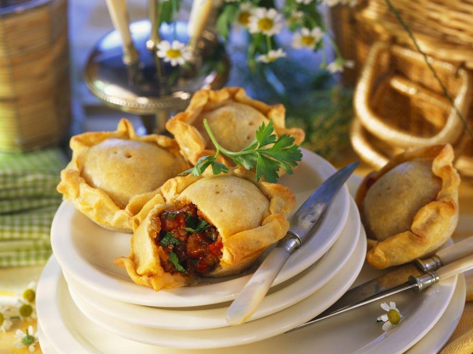 Little ragu pastries