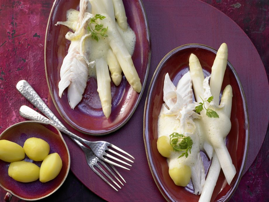 Pike Baked in Salt Crust - Pike Baked in Salt Crust - Aromatic and moist fish on a bed of white asparagus