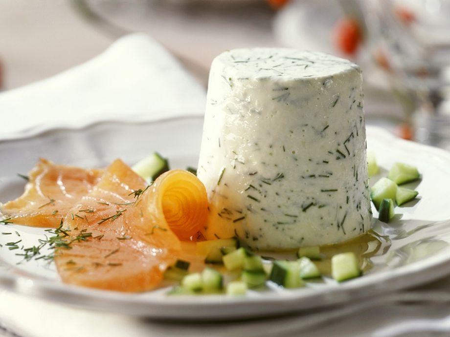 Yoghurt mousse with smoked salmon