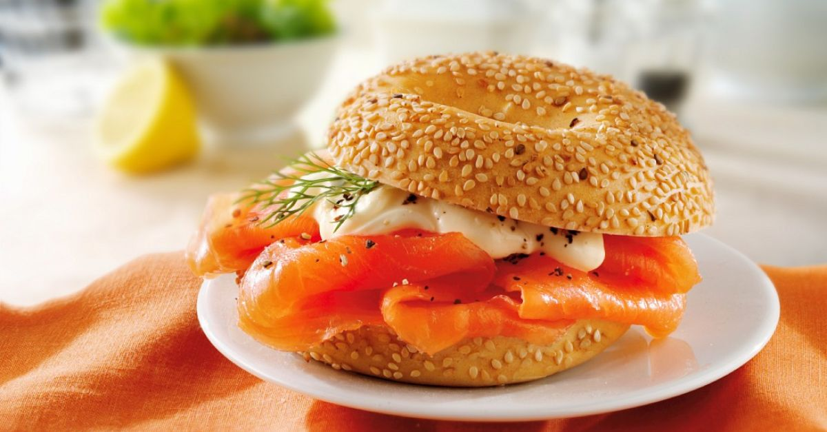 bagels with mayonnaise and smoked salmon recipe eatsmarter