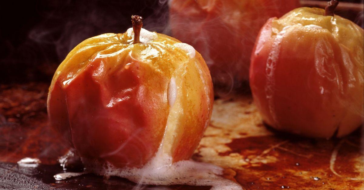 Съела печеные яблоки давит почему