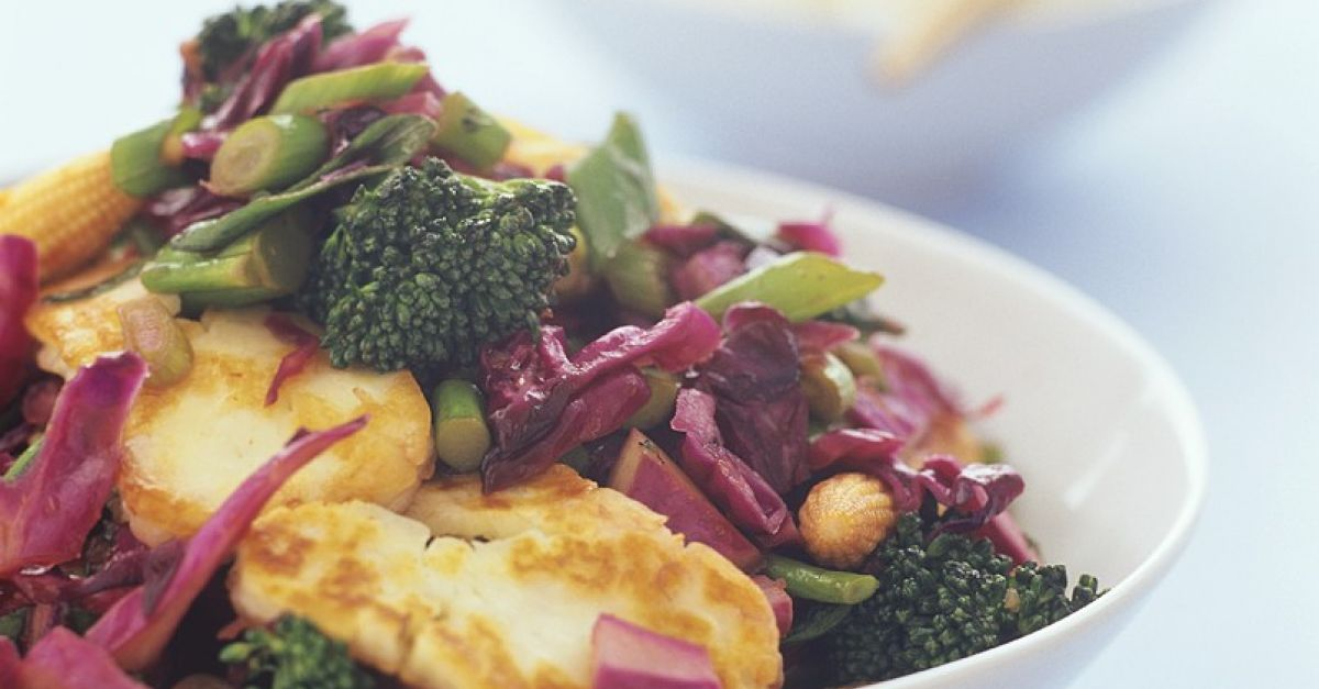 Broccoli And Red Cabbage Stir-Fry With Chicken Breast -1695