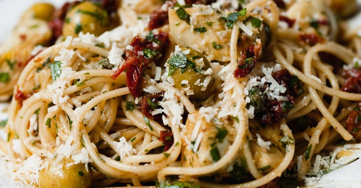 Pasta With Sun Dried Tomatoes Olives Artichokes And