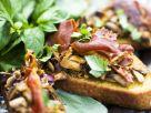 Crostini with Mushrooms and Prosciutto recipe