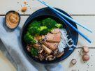 Keto-Bowl with Konjac Noodles and Peanut Sauce recipe